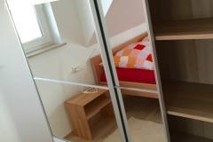 schlafzimmer-schrank-offen